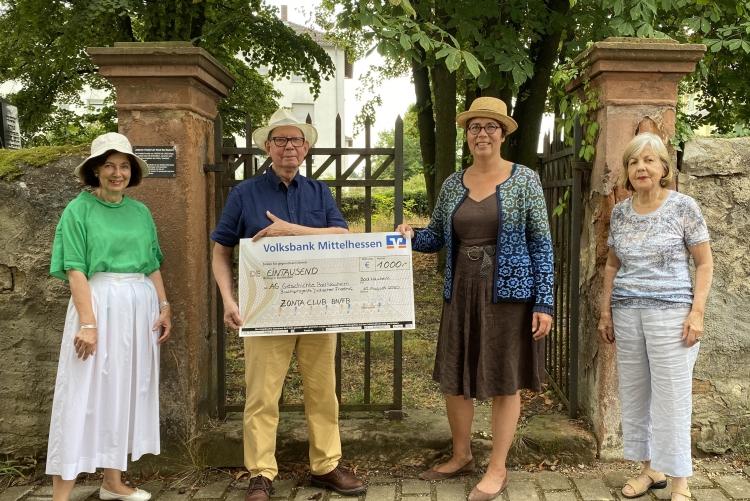 vlnr: Vilborg Asmus-Reuter, Dr. Thomas Schwab, Julia Buettner, Miriam Kiesel  - Foto: © Zonta-Club BN-FB