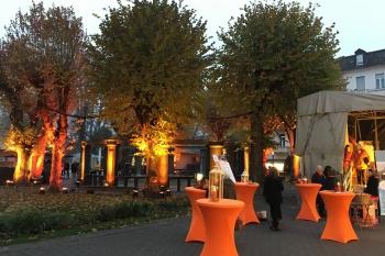 a5-Architekten sponsert orangene Hussen...
